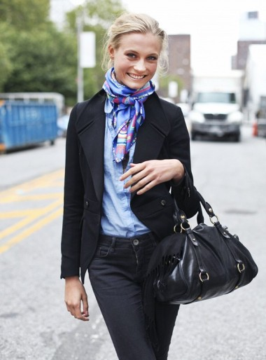 Try matching your outfit's colors to your scarf for a majorly chic look.