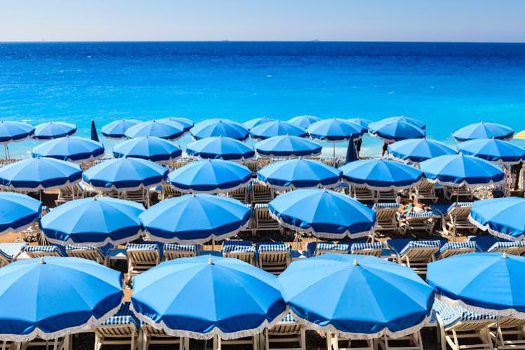 beach-umbrellas-nice-cs