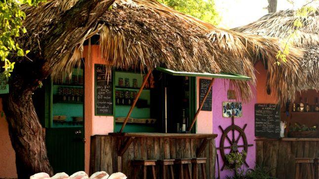 001391-04-hut-restaurant