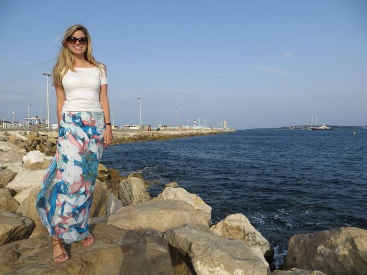 No kidding, I wore this sarong out to dinner in Cannes (no bikini). It is all about a secure knot.