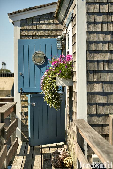 gallery-1437418727-nautical-2-front-door