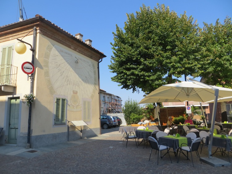 Photos from Barbaresco: https://bakersfieldblonde.com/2015/08/19/48-hours-in-piedmont-italy/
